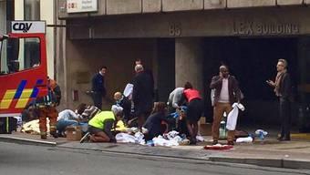 Rettungskräfte vor der U-Bahnstation Maelbeek in Brüssel.