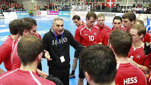 Nationaltrainer Goran Perkovac bei einem Time-out