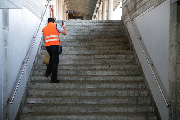 «Die Bahnhöfe überraschen mich jeden Morgen von Neuem», sagt der 43-Jährige.