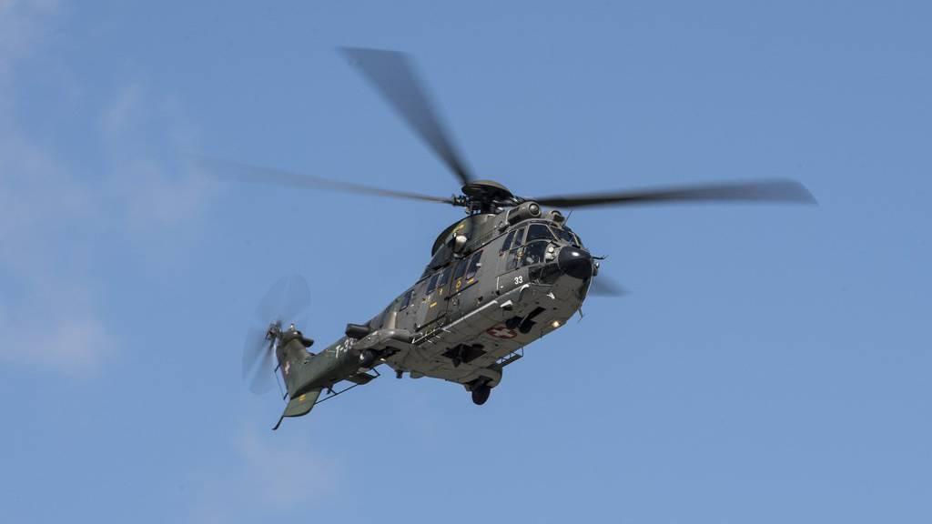 Ein Superpuma der Schweizer Armee war im Einsatz um den Vermissten zu suchen.