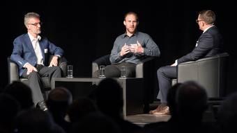 Martin Nietlispach, Inhaber der Freiämter Regionalzeitungen AG (Mitte),  sein Vater Christof Nietlispach und der Podiumsleiter Nicolas Palma (NAB).