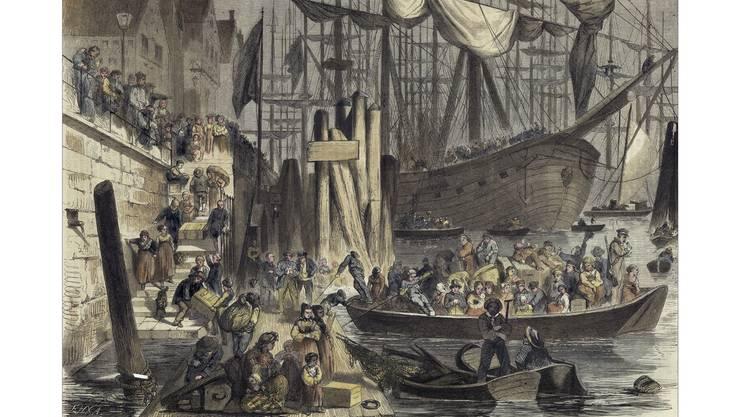 Der Weg in die neue Heimat war beschwerlich: Die Zeichnung zeigt Auswanderer, die 1850 im Hafen von Hamburg auf die grossen Schiffe gebracht werden.