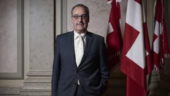 Verteidigungsminister Guy Parmelin vor seinem Büro im Bundeshaus-Ost in Bern.