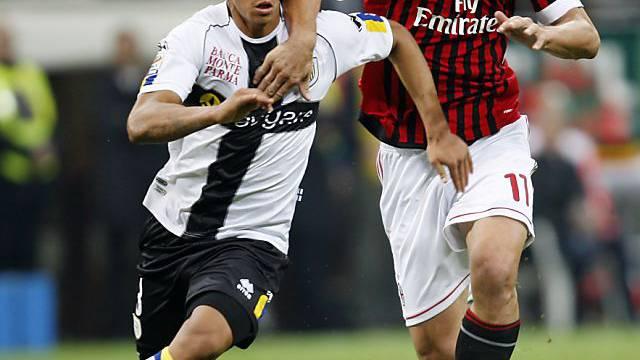 Ein Bild aus besseren Tagen: Feltscher im Zweikampf mit Ibrahimovic
