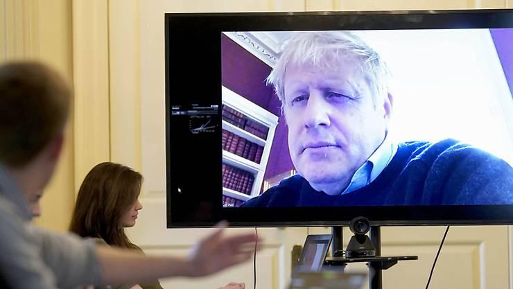Der britische Premierminister Boris Johnson wurde am Montagabend auf die Intensivstation gebracht.