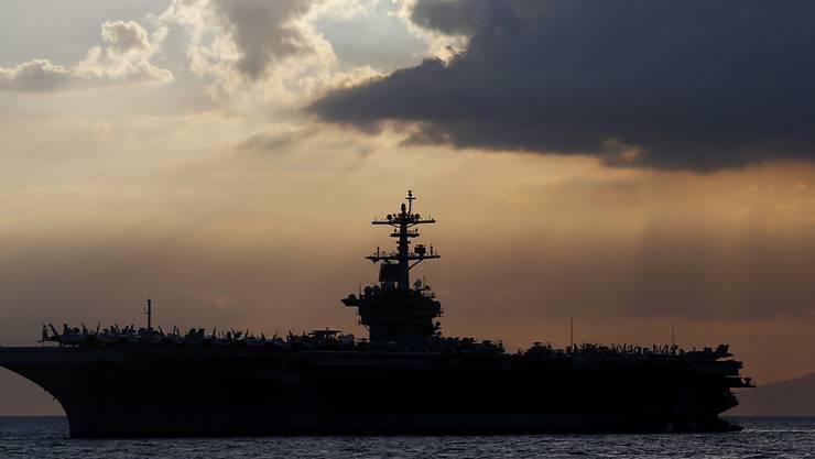 """Auf dem US-Flugzeugträger """"USS Theodore Roosevelt"""" breitet sich das Coronavirus aus. (Archivbild)"""