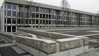 Das Glasgebäude in Zuchwil wird Europa-Hauptsitz der Orthopädiesparte (Archiv)