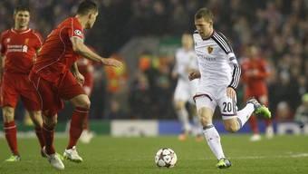 Fabian Frei vernascht Dejan Lovren. Sein FCB schmeisst Liverpool raus.