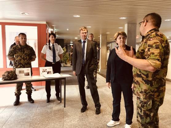 Am Dienstagmorgen besuchte Bundesrätin und VBS-Chefin Viola Amherd die Rekrutenschule in Aarau.