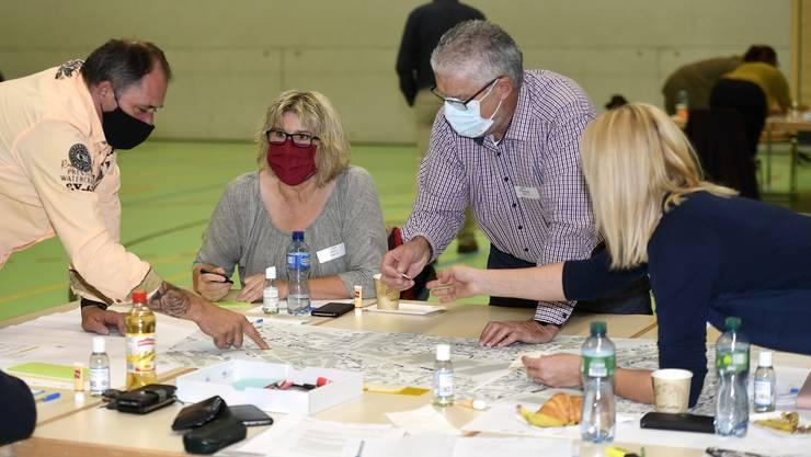 Idee und Visionen: Diese halten die Teilnehmer des Workshops Plaza in Mellingen fest.