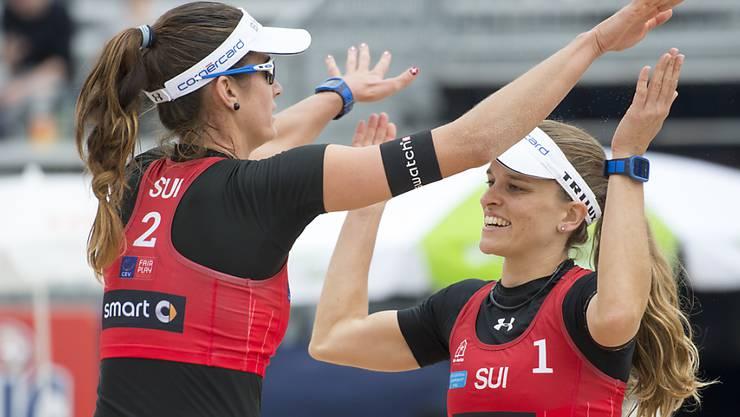 An der EM in Biel als ungeschlagene Gruppensiegerinnen direkt im Achtelfinal: Joana Heidrich (links) und Nadine Zumkehr