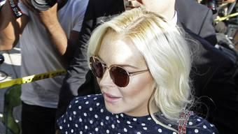 Lindsay Lohan wird von Medienleuten belagert