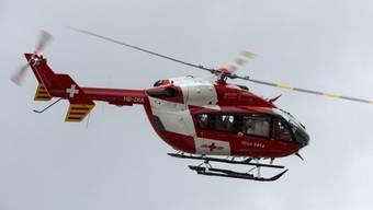 Der Verletzte musste mit einem Rega-Helikopter ins Spital geflogen werden. (Symbolbild)
