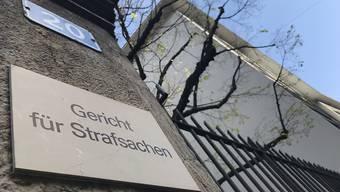 : Das Basler Strafgericht verurteilte einen 30-Jährigen am Freitag wegen versuchter vorsätzlicher Tötung und gewerbsmässigem Drogenhandel zu einer Freiheitsstrafe von fünf Jahren und neun Monaten.
