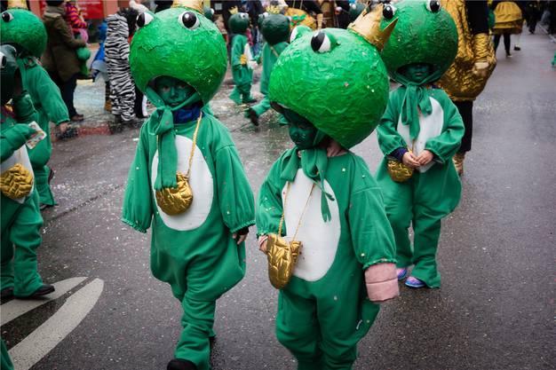Die Kindergärtler verzauberten das Märliland als Froschkönige.