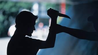 Das verletzte Opfer und der mutmassliche Täter waren beim Eintreffen der Polizei betrunken. (Symbolbild)
