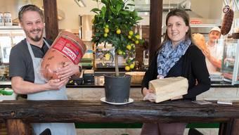 Marco Bella und Sandra Rey führen nebst der Trattoria in Suhr mit «Pizzacar.ch» den grössten Pizza-Partyservice der Schweiz und den «Sushi Kurier Aarau».