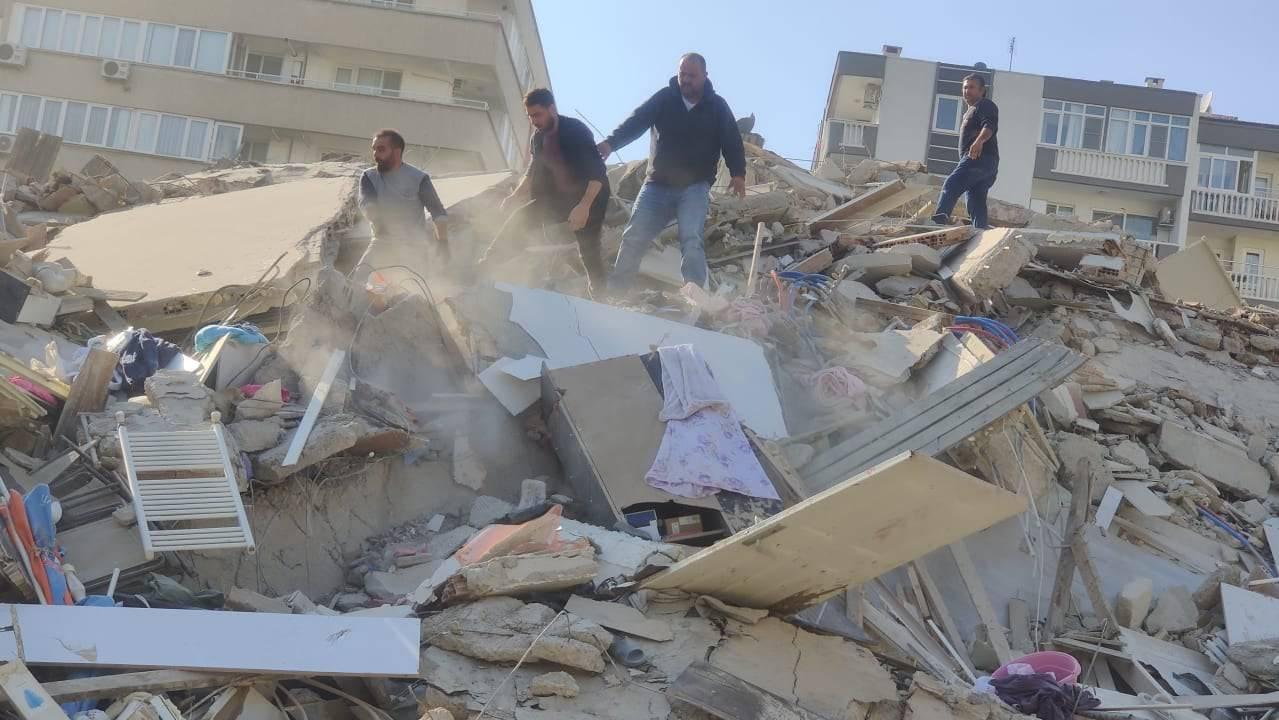 Immer noch suchen die Menschen in den Trümmern nach Überlebenden. (Archivbild)