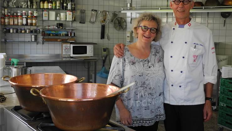 Madeleine und Markus Kunz im Konfi-Atelier in Frick. mf