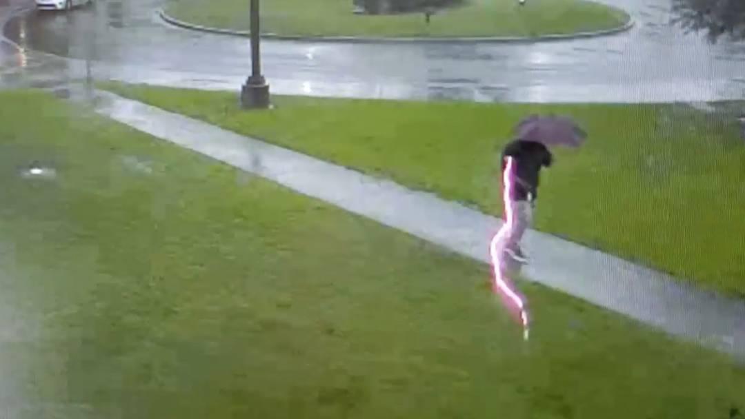 Schreckmoment in South Carolina: Mann beinahe von Blitz getroffen