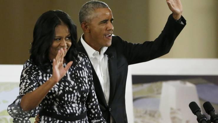 """Das ehemalige US-Präsidentenpaar Michelle und Barack Obama ist ins Filmgeschäft eingestiegen. Ihr erster Dokumentarfilm """"American Factory"""" läuft auf Netflix."""