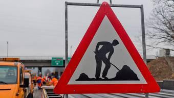 Der Porschefahrer fuhr rund zwei Kilometer vor Welschenrohr durch eine Baustelle mit siganlisierten 60km/h. (Symbolbild az)