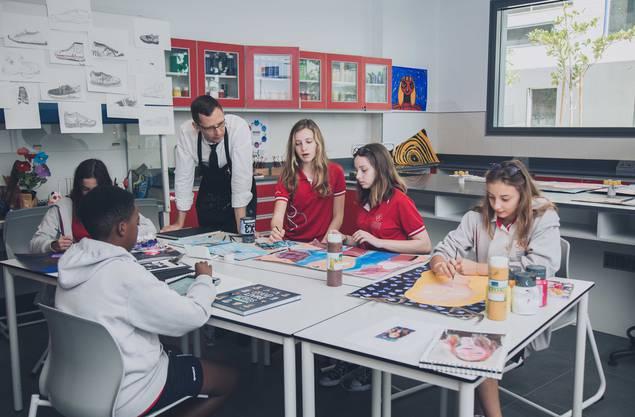 Eine Klasse besteht aus maximal 22 Schülerinnen und Schülern.