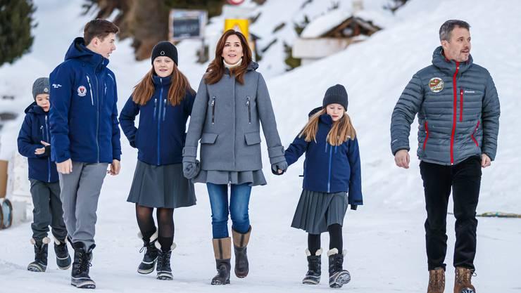 Die dänische Königsfamilie in Verbier: Prinz Vincent, Prinz Christian, Prinzessin Isabella, Kronprinzessin Mary, Prinzessin Josephine und Kronprinz Frederik (v.l.).