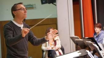 Reto Borer übt mit der Musikgesellschaft Muhen für die Jahreskonzerte.