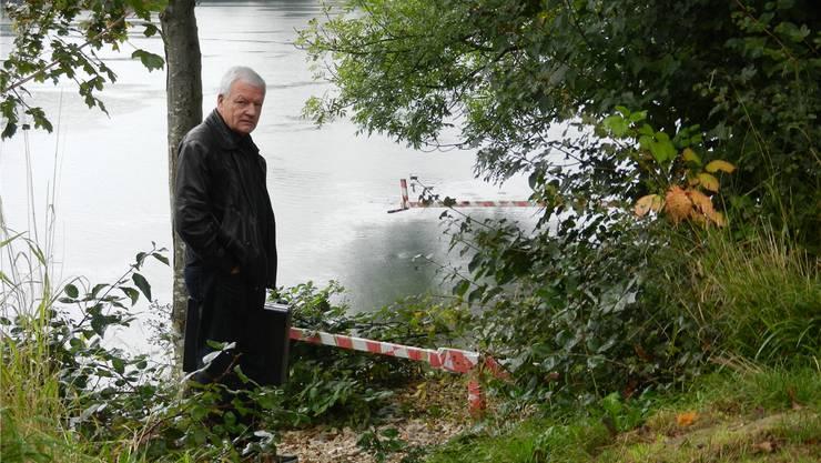 Rolf Studer, Vizepräsident Verein Schiffaare, steht am Ort der künftigen Anlegestelle beim Sportzentrum.