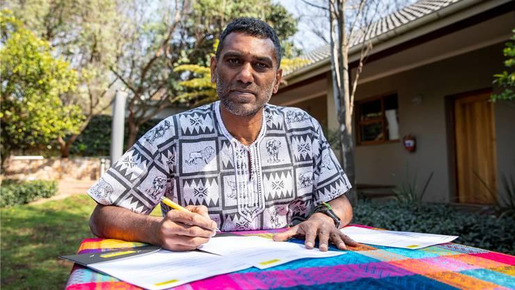 Erste Amtshandlung des neuen Amnesty-Chefs Kumi Naidoo: eine Aufforderung an Zimbabwes Präsidenten, den verschwundenen Journalisten Itai Dzamara zu finden.
