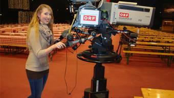 Heute Abend um 21 Uhr steht die 22-jährige Michelle Ryser in Klagenfurt nicht mehr hinter, sondern vor der Fernsehkamera.