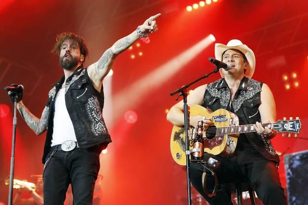"""Die Berliner Band """"The BossHoss"""" sorgten an der Virgin Radio Rock Night auf dem Heitere Zofingen für einen ersten Höhepunkt."""