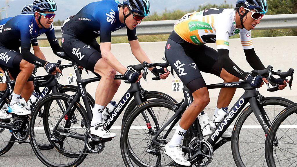 Egan Bernal (vorne rechts) muss wegen eines Schlüsselbeinbruchs auf den Giro verzichten