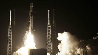 Am US-Weltraumbahnhof Cape Canaveral in Florida ist eine Rakete mit der ersten israelischen Mondsonde gestartet - die Falcon-9-Rakete des Weltraumunternehmens SpaceX hob am Donnerstagabend (Ortszeit) ab.