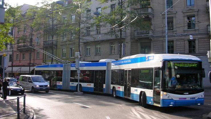 HESS Doppelgelenkbus in der VBZ-Lackierung