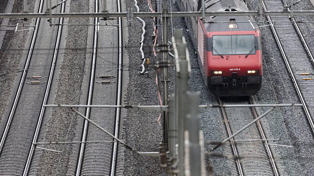 Gleich drei Fernverkehrszüge waren am Dienstag auf der Strecke Bern - Olten stecken geblieben. (Symbolbild)
