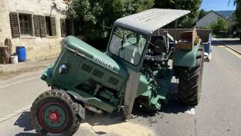 Die Kollision ereignete sich, als der Postautochauffeur den Traktor überholte.