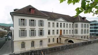 Die FDP will bei der Kantonsverwaltung Stellen streichen (im Bild das Grossratsgebäude, Archivbild).