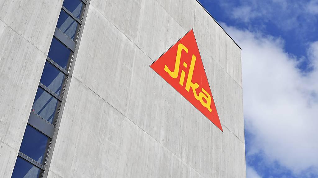 Der Frauenanteil im Verwaltungsrat von Sika soll steigen: Logo des Baukonzerns an einem Gebäude in Zürich (Archivbild).