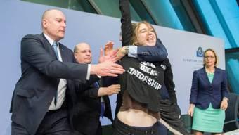 Die Aktivistin sorgte an der EZB-Medienkonferenz für Aufregung
