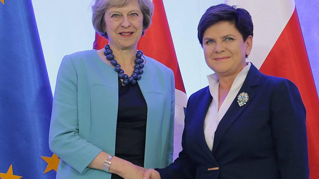 Demonstrieren Einigkeit: Die britische Premierministerin Theresa May und die polnische Regierungschefin Beata Szydlo.