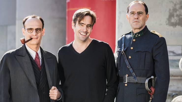Ihn treibt der Blick hinter bröckelnde Fassaden: Regisseur Alain Gsponer (Mitte) mit den Schauspielern Anatole Taubman als Sidney Dreifus (links) und Stefan Kurt als Paul Grüninger.