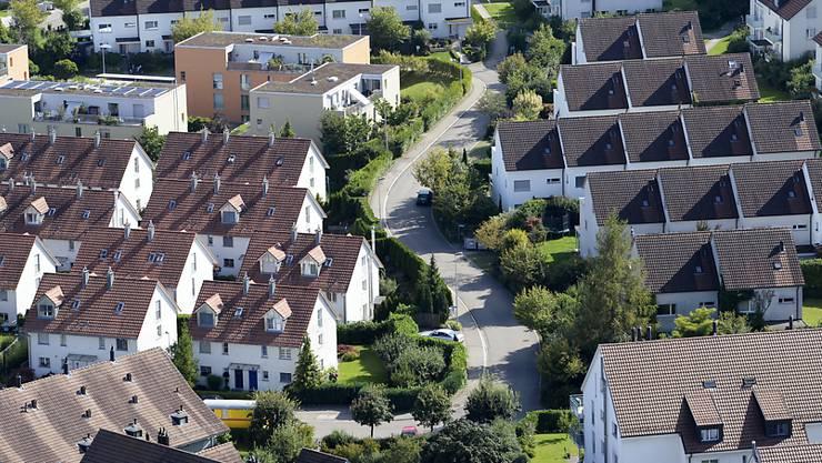 Im vergangenen Jahr entfielen 174,4 Milliarden Franken oder fast 19 Prozent aller Hypothekarforderungen auf den Kanton Zürich. Den zweitgrössten Hypothekarmarkt wies mit 98,3 Milliarden Franken der Kanton Bern aus, gefolgt vom Kanton Aargau mit 79,8 Milliarden Franken. (Symbolbild)