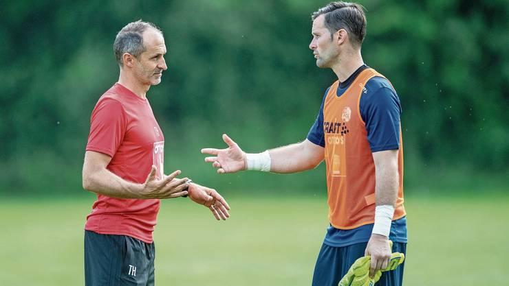 David Zibung (rechts) im Gespräch mit FCL-Trainer Thomas Häberli.