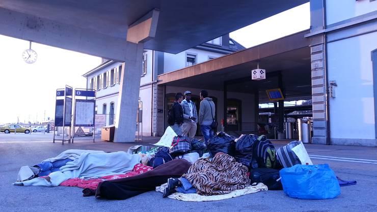 Am Sonntagmorgen um 7 Uhr schlafen einige der Asylsuchenden noch.