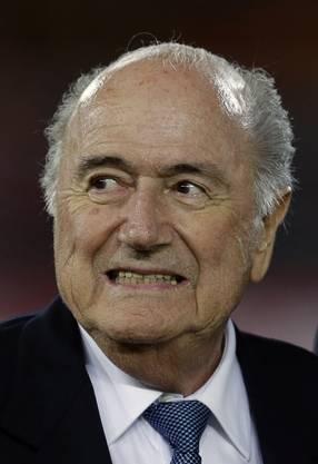 Februar 2015: Da beisst sich der gesperrte Fifa-Präsident Blatter auf die Stockzähne.