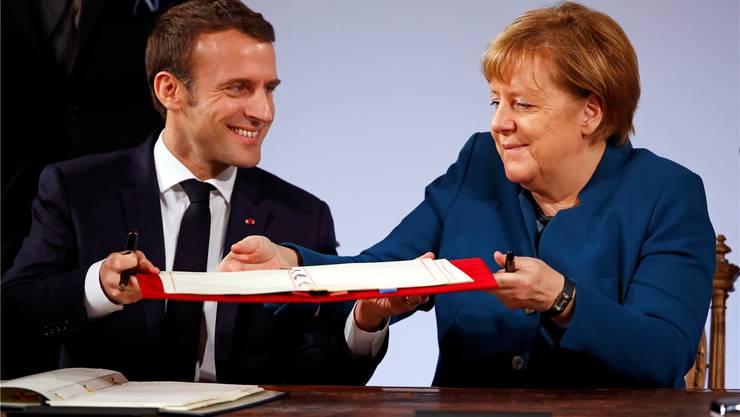 Macron und Merkel unterzeichnen in Aachen den neuen Élysée-Vertrag, der den Lepenisten Anlass zur Demagogie gibt. Reuters