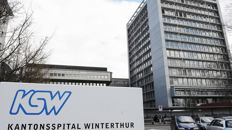 Das Kantonsspital Winterthur (KSW) bleibt eine selbstständige öffentlich-rechtliche Anstalt. Die Zürcher Stimmbevölkerung lehnte eine Umwandlung in eine Aktiengesellschaft ab (Archivbild).