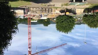 Die Bauarbeiten zum neuen Schulgebäude sind in vollem Gange.